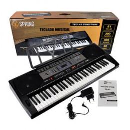 Teclado Digital c/ 61 Teclas Sensitivas 300 Ritmos Timbres c/ Apoio Partitura Spring TC361